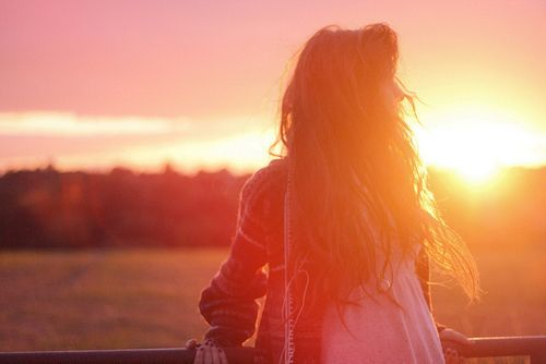 Love Peace and Write: One Day, Amor a Primeira Vista, Mary - Next...Na próxima parte vou dar a conhecer Mary, uma rapariga que tem a vida tranquila, apesar de ter uma madrasta que era totalmente diferente dela, mas tinha o seu pai que amava e que faria de tudo para deixa-lo feliz, inclusive ter que aceitar a sua madrasta. Porém algo nunca esperou-se apaixonar, mas ela fez. Love Peace and Write Kisses Lovewriters