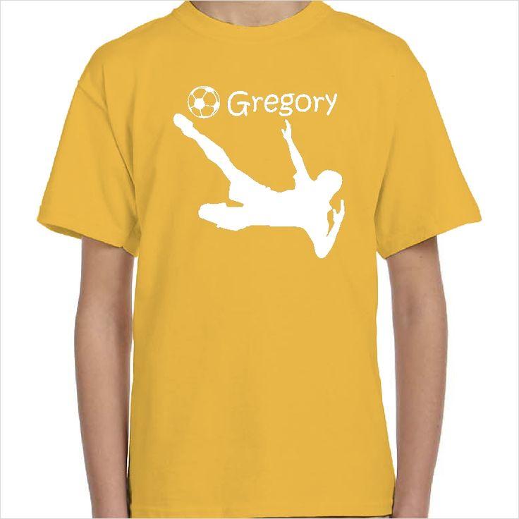 Camiseta personalizada con tu nombre y el de un jugador de futbol en plena acción de un gol. Ideal para los niños de la casa que son amantes del fútbol. Camisetas dehombre, mujer y niños; escoge tu color preferido para el diseño y la camiseta. Camisetas económicas de alta calidad y fácil lavado.