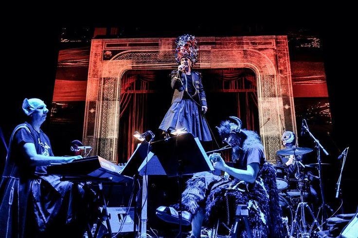 #Greek_Freak! , η παράσταση που πρώτη παραδόθηκε στη χλεύη του κοινού το καλοκαίρι, ντροπιάζοντας το Φεστιβάλ Αθηνών  επιστρέφει ακόμη χειρότερη στο θέατρο Horos Theatre Company σε σκηνοθεσία Σίμου Κακάλα. #theater #theatro #art #nightout #Athens #fragilemagGR http://fragilemag.gr/ti-einai-to-greek-freak/