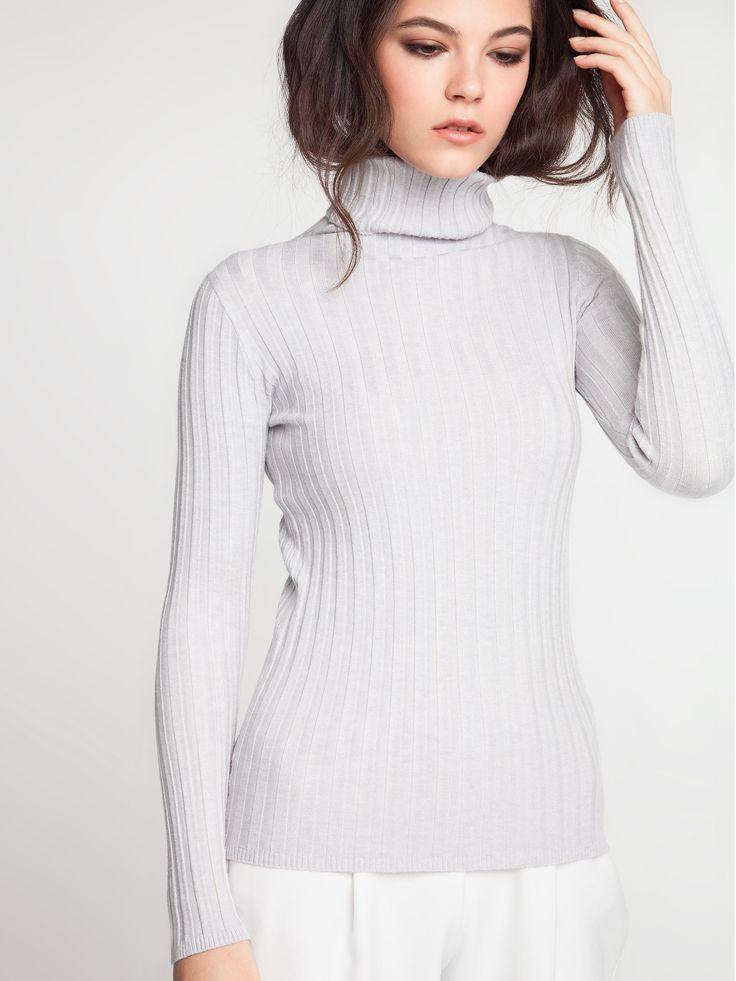Женская коллекция.Базовый свитер с высоким цельнокроенным воротом в широкую резинку. Выполнен из трикотажа с добавлением шерсти, силуэт облегающий. В коллекции очень красивые цвета. Laplandia For Women