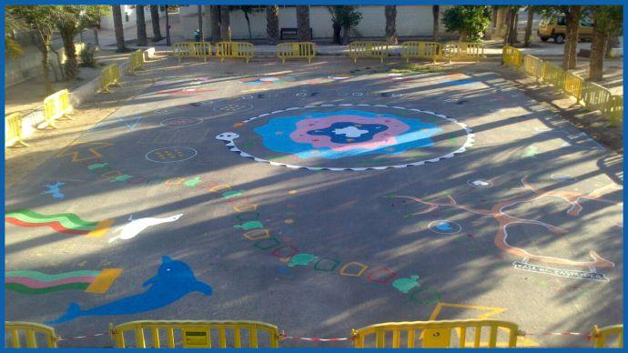 59 best decoraci n de patios y exteriores de colegios for Decoracion patios exteriores