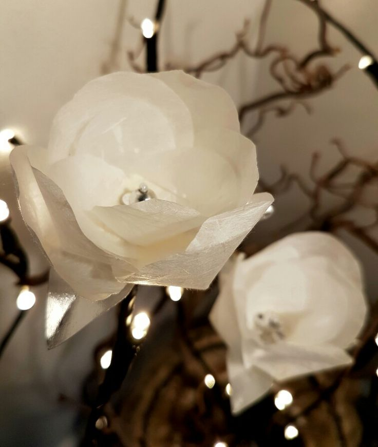 Julepynt med papirblomster designet til ugebladet Hendes Verden