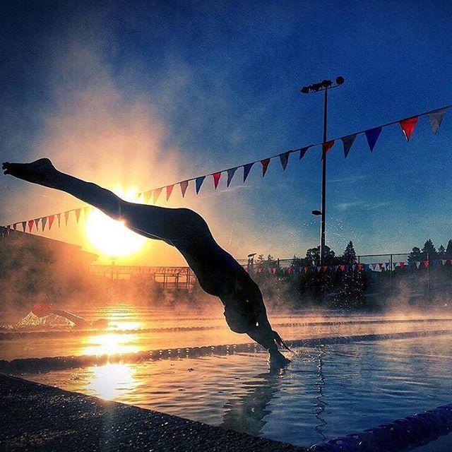 📷@heatherrosescott  #Swimsquad #Sunset #engineswimwear #TYR  .  #thetriclub