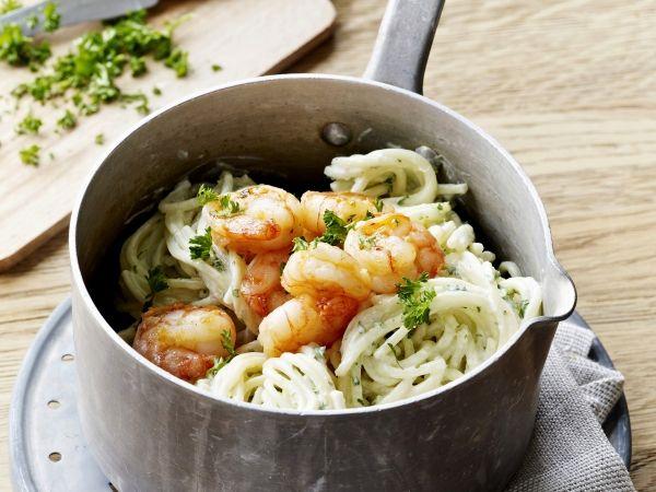 Spaghetti met scampi en kruidensausje - Libelle Lekker!