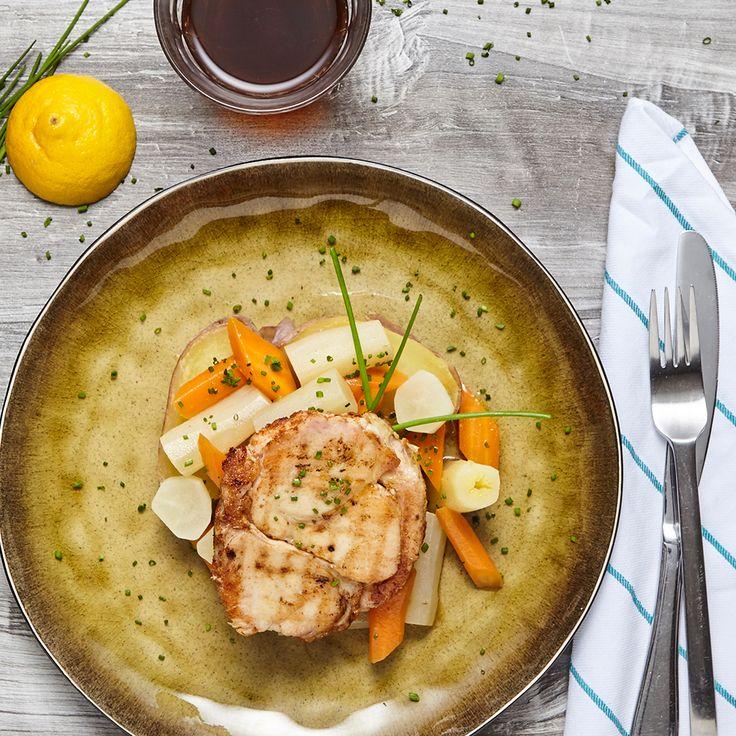 Kip eten als nooit te voren. Met groenten die de kers op de taart vormen: gegrilde kiprollade met gestoofde wortels en schorseneren. Kan jij het aan? Bestel nu op: https://chefali.nl/  #chefali #kip