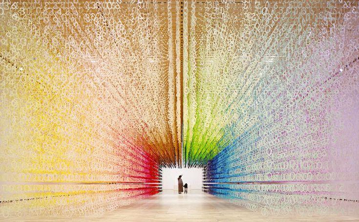 Emmanuelle Moureaux explora el paso del tiempo a través de los colores. #arquitectura #diseño #arte #tecnologia #interiorismo #tips #fractal_ea