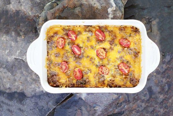 Открытый пирог из картофельного теста с фаршем и овощами