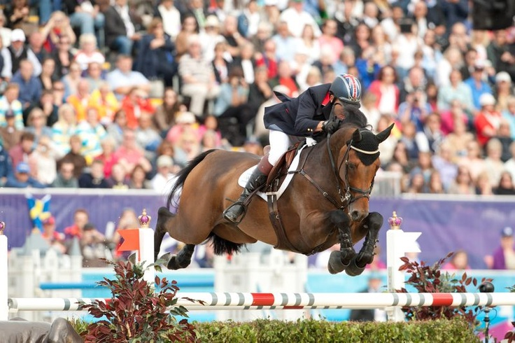 BIG STARS! Nick Skelton and Big Star lead the British showjumpers to team Gold| ProEquest