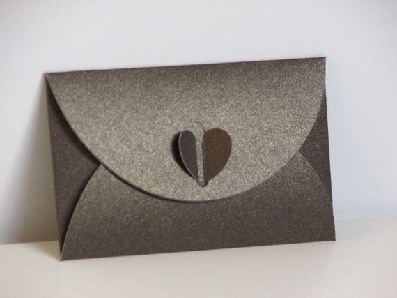 les 10 meilleures images du tableau pochette cadeau sur pinterest pochette cadeau cartes. Black Bedroom Furniture Sets. Home Design Ideas