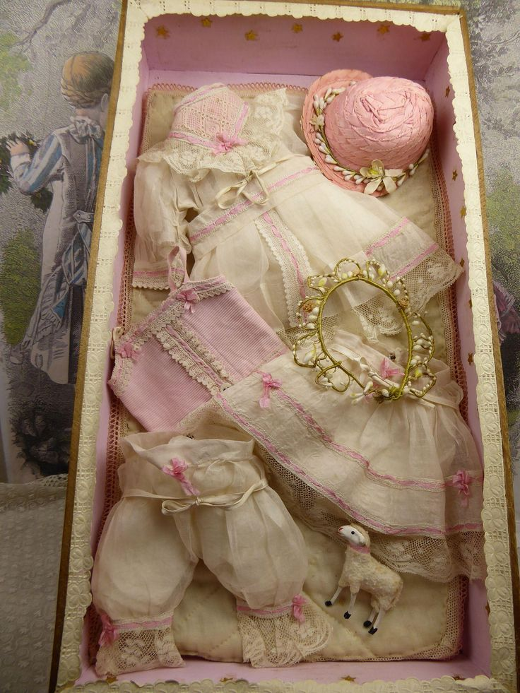 """For a doll of appr. 15,75"""" (40cm) I offer a wonderful,  exquisite, antique wooden French doll costume presentation box.  With a wonderful  decoration"""