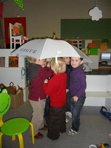 Hoeveel kinderen passen er onder de paraplu?