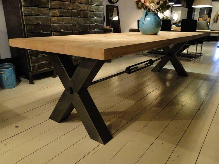 Industriële eettafel Bastia - Robuuste tafels - Unieke robuuste kloostertafels direct uit voorraad of geheel op maat gemaakt. Uw boomstamtaf...