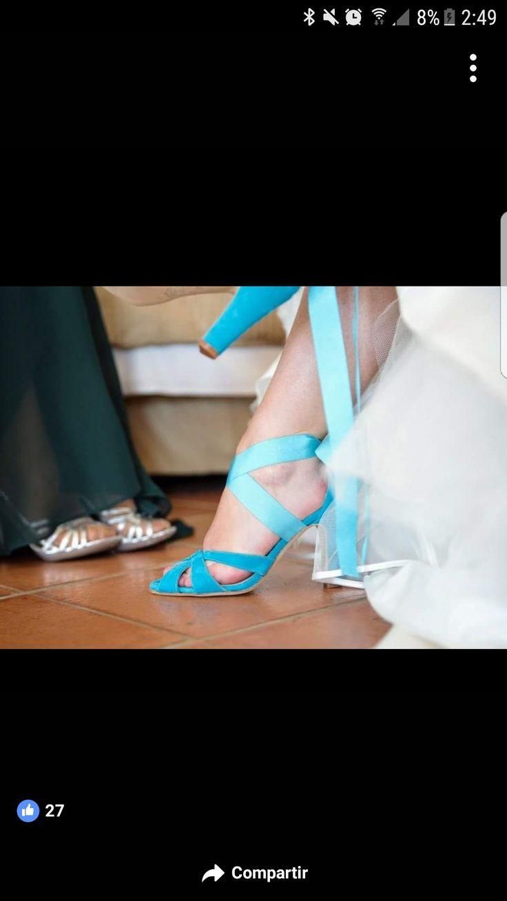 Pura inspiración  Irene acertó con sus sandalias acuamarina de ante. Gracias por la foto #Luperamos #zapatospersonalizados #hechosamano #bridge #handmade