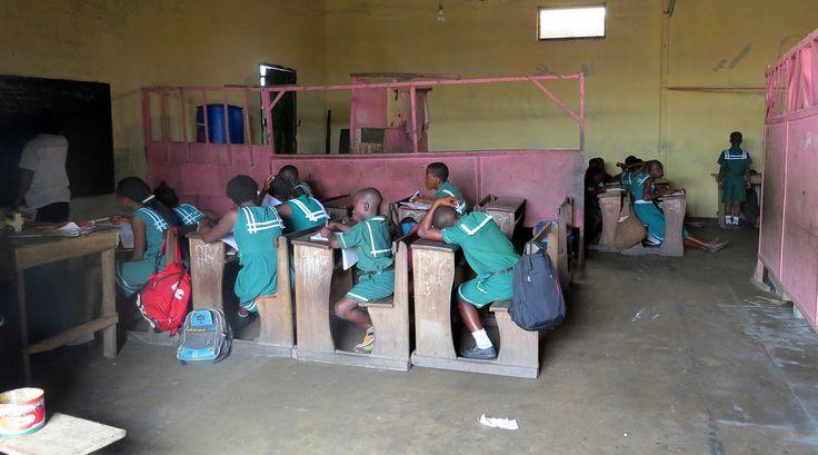 Een bezoek aan Jamestown [vissersdorpje in Accra] is zeker de moeite waard . Je betaald een paar euro wat weer ten goede komt aan de gemeenschap en dan wordt je rondgeleid door een gids . Ook mochten we even binnenkijken in het schooltje, we moesten we... - Accra, Ghana   Columbus Travel