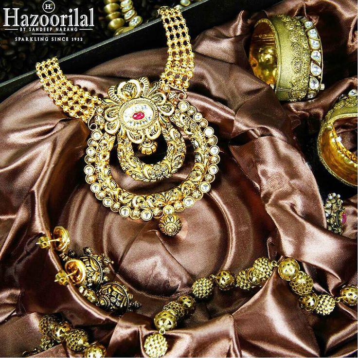 A cascade of glimmering gold from the House of #HazoorilalBySandeepNarang #22k #Gold #BridalJewellery #IndianJeweller #IndianBrides #hazoorilal