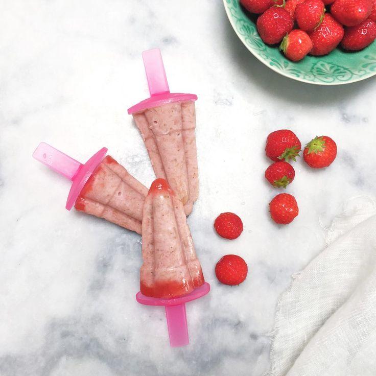 Voor dit ijs recept heb je geen ijsmachine nodig. Ik gebruik voor deze ijsjes kokosmelk en aardbeien maar je kan ook met ander fruit ijs maken.