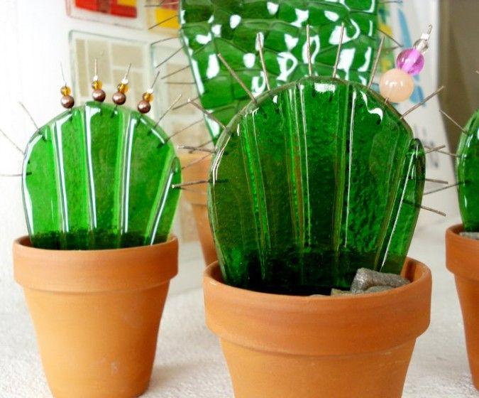 Los cactus de Bi:drio son ideales para colocar delante de una ventana, y dejar que el sol se refleje en los mismos.<br /> Ideales para decorar pequeños espacios, patios oscuros donde no da el sol y queres poner un toque de color, o para regalos empresariales.<br /> Obviamente, no necesitan mantenimiento ni regado!<br /> Vienen en 3 tamaños!<br /> La forma de los cactus puede variar, estas fotos son a modo ilustrativo! Algunos tienen ...