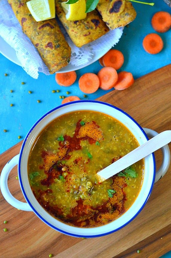 Maharashtrian Usal recipe :: Sprouted Moth beans in coconut based gravy :: Sprouts ki daal – The Veggie Indian