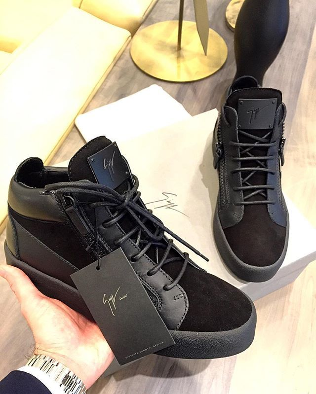 Mid Rise ▪Men Giuseppe Zanotti Sneaker yay? Cant say no to all black. For Shopping needs & Inquiries,, Chrisramos_11@yahoo.com _______________________________________ #sotd#giuseppezanotti#designer#sneakers#highendfashion#fashion#fashionblogger#style#fashionstyle#black#luxury#highend#shoeoftheday#designershoes#zanotti#ferragamo#chanel#fendi