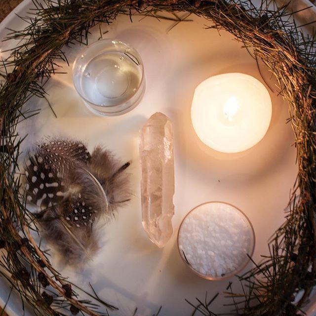 Ofrenda de Luna Llena... Que los 5 elementos llenen nuestras vida de bienestar! Aire Agua Fuego Tierra y Eter....  .  .  #elementsoflifecomunidad  #bienestar #balance #armonia #conexion  #vidaconsciente #espacioenergetico #concienciaplena  #vibracion #vibraamor #vibrandoalto  #positivasiempre #mindfulness #pensamientospositivos  #intuicion #inspiracion #reflexion  #espiritusguias #concienciacolectiva   #amorenelplaneta #energiasanadora