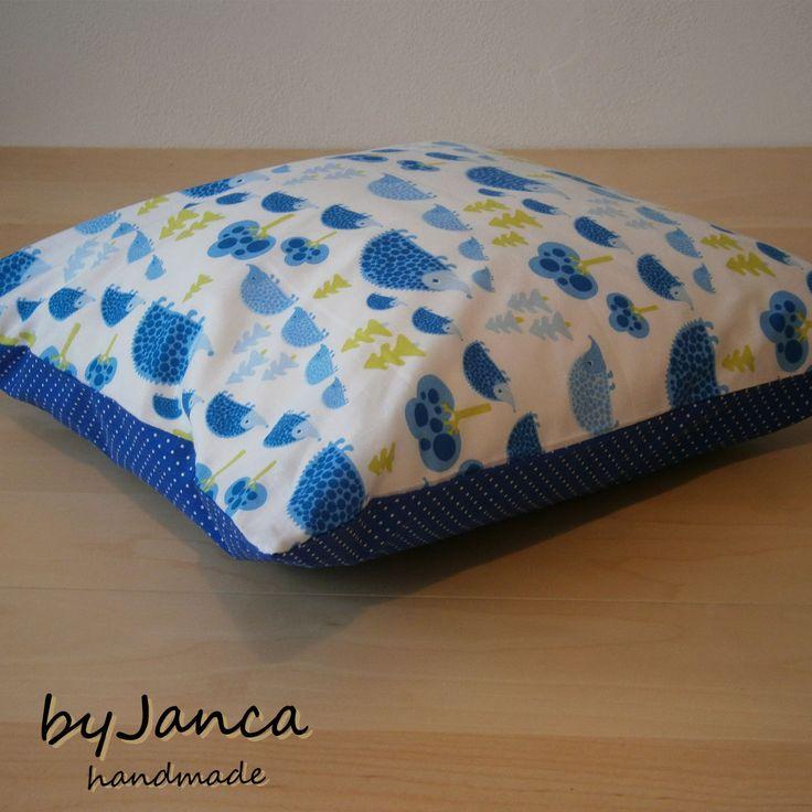 Polštářek ježečci s modrým puntíkem