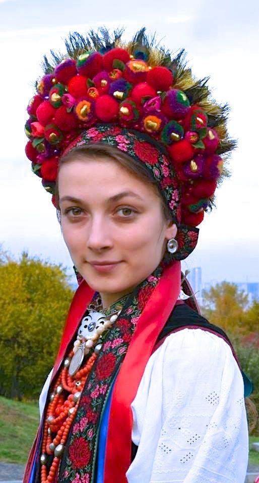 Hungarian headdress. pretty!