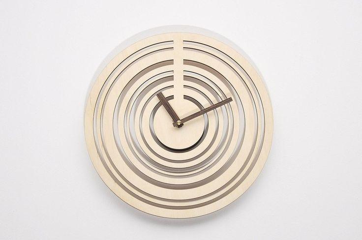 Nowoczesny drewniany ażurowy zegar ścienny KJ w NIUS SHOP na DaWanda.com