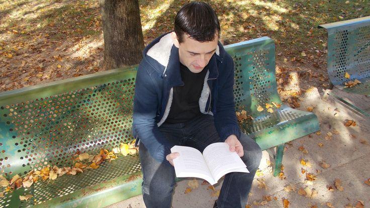 L'Aube De Ma Jeunesse est un roman contemporain de Stéphane Grare publié en 2016 aux éditions Abordables.