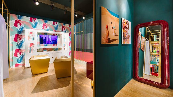#convex mirror design altreforme officina for #altreforme  @isaloni #lesfemmesdealtreforme #Novecento #HomeSweetHome New collection 2016 #designweek #interior #home #decor #homedecor #furniture with #woweffect #aluminium #art #architecture #design #decoration #interiordesign #fashion #style #home #hotel #milan #italy #madeinitaly #bespoke #luxury #furnishing