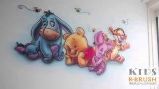 Time-lapse van een airbrush muurschildering van de Pooh babies...