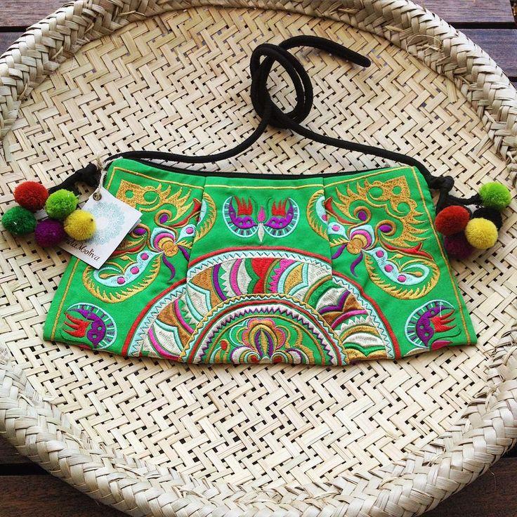 Como não se apaixonar pela Bolsa Henoheno da Linda Moliva? Temos nas cores verde ou preta! Parcelamos em até 6x no cartão e enviamos para todo o Brasil!!! www.lindamoliva.com.br  #lindamoliva #euusolindamoliva #bolsa #bolsalovers #boho #bohostyle #bohochic #moda #fashion #look #lookdodia #lookemgrupo #lookday #Salvador #Bahia #brasil