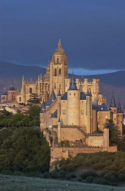 Alcázar of Segovia ~ Castile and León, Spain. Find more Spanish awesomeness…