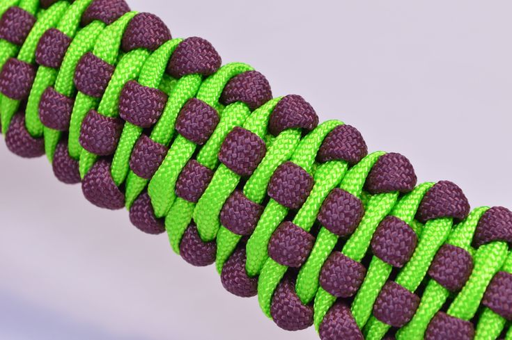 """DIY Make the """"Tank Tracks"""" Paracord Survival Bracelet with Buckle - Bore..."""