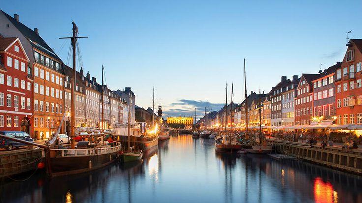 Copenhagen, Denmark: Colors Exploit, Favorite Places, Copenhagen Denmark,  Dock Facile, Attraction Literary, Nyhavn Canal, Author Hans,  Dockage, Christian Andersen