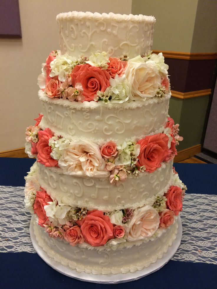 Roses in peach and orange tones. Cake by Celebration Cakes