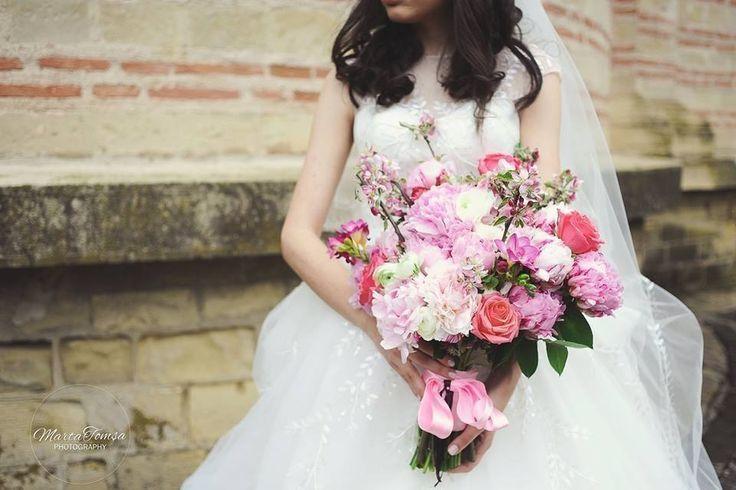 Photo:Marta Tomsa Buchet/Bouqet: Magenta Events www.magentaevents.ro #different #blossom #peonies #spring #wedding #nunta #floridemar #magentaevents #iasi