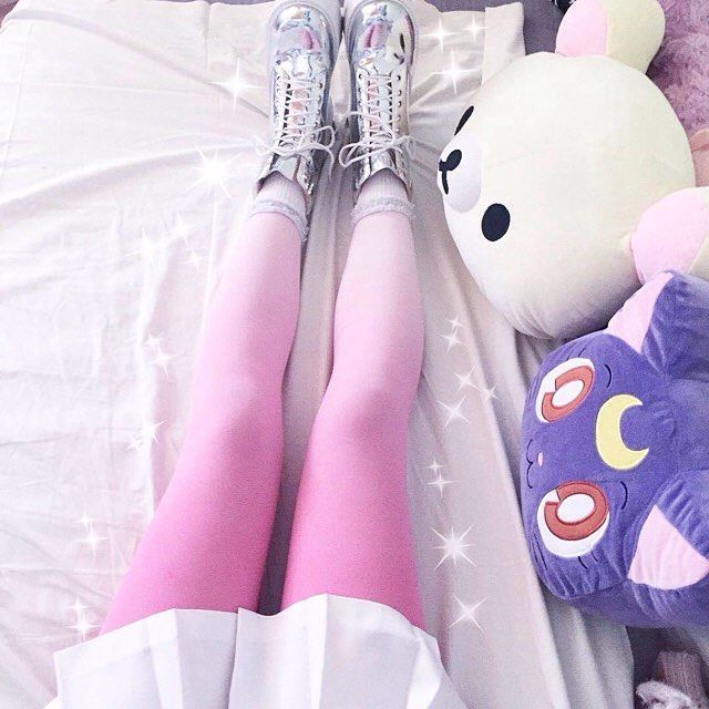bubblechutea: these pink ombre tights are so awesome omg 💓💗