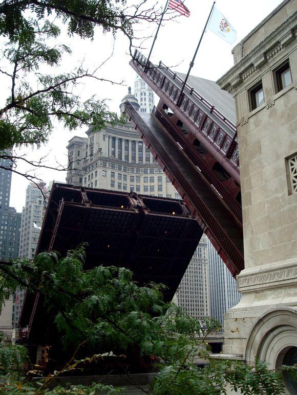 Michigan Avenue Bridge, Chicago, uncredited