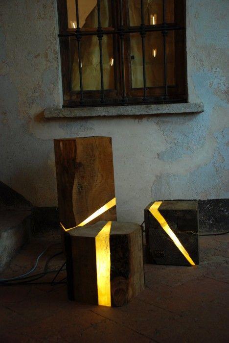 Brecce Collection sono lampade in resina e elementi naturali ricavati da sfridi di lavorazione di segheria, pezzi di architettura urbana, tronchi di fiume, legna da ardere.