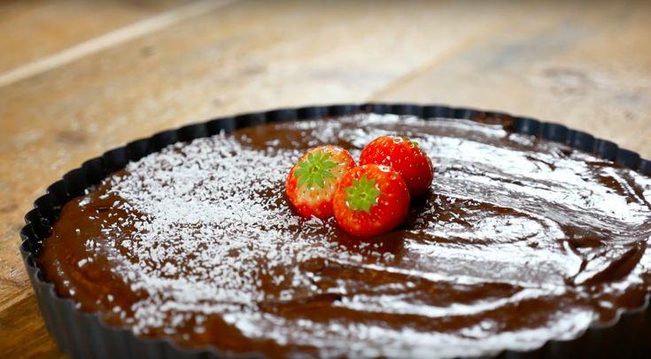 Recept: Chocolademousse Taart van Avocado. Walnoten. Banaan. Honing. Kokosvet.