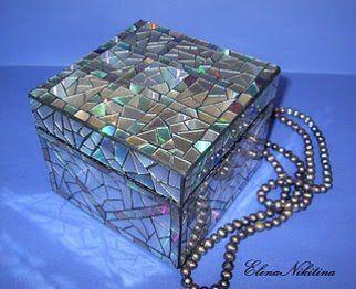 Amazing mosaic box reusing old CD's! Im doing this.