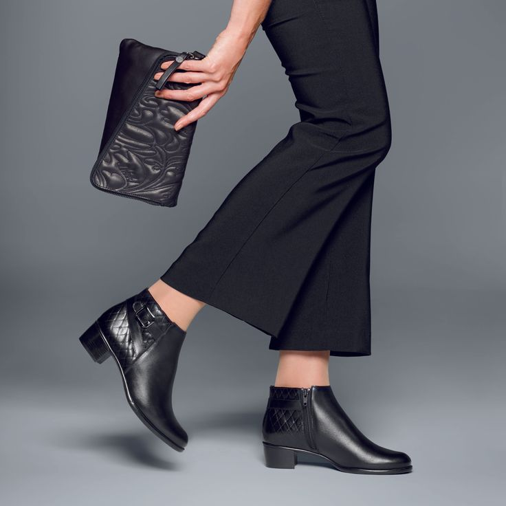 Meet 'JOLYNN', a sophisticated calf leather ankle boot by Munro. Gorgeous for day or night, these boots are orthotic friendly and handmade in America. ⠀