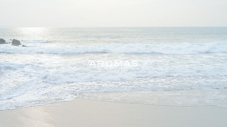 AROMAS(アロマズ)は、着心地よさを追求し、エレガントでシンプル、女性であることの魅力を最大限に生かしたデザインを展開します。