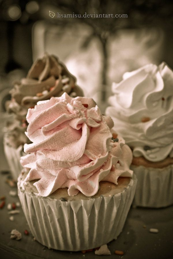 shabby chic cupcakes....now these I totaly COULD eat!