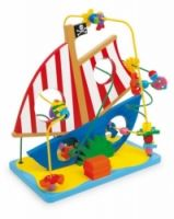 Motorická smyčka pirátská loď  Motorická smyčka extra třídy je stabilní provedení s množstvím skvělých možností. Kromě kuliček se přes barevné dráty posouvají nápaditá mořská zvířátka: Přes plachtu, trup – všude přes potopenou pirátskou loď!  Vhodné pro děti od 3 let  Materiál : dřevo, kov  40 x 24 x 42 cm http://www.skonti.cz/motoricka-smycka-piratska-lod-p256