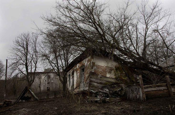 Narodichi est une ville à l'ouest de la centrale Tchernobyl. Habitée par près de 100.000 personnes avant la catastrophe, elle est aujourd'hui en grande partie abandonnée.