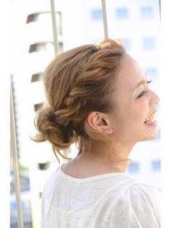 ゆるめのまとめ髪。結婚式やイベントなど女の子ならドレスと合わせたヘアスタイルに♡女子のヘアセット参考一覧です。