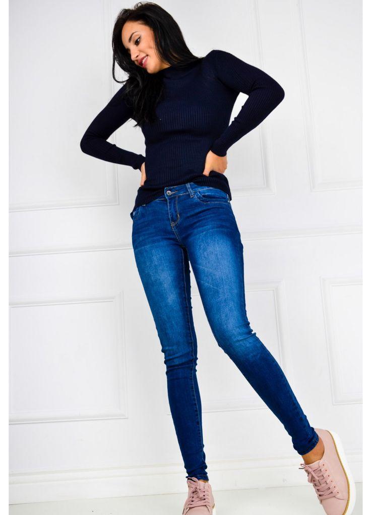 Wyszczuplające spodnie jeans rurki