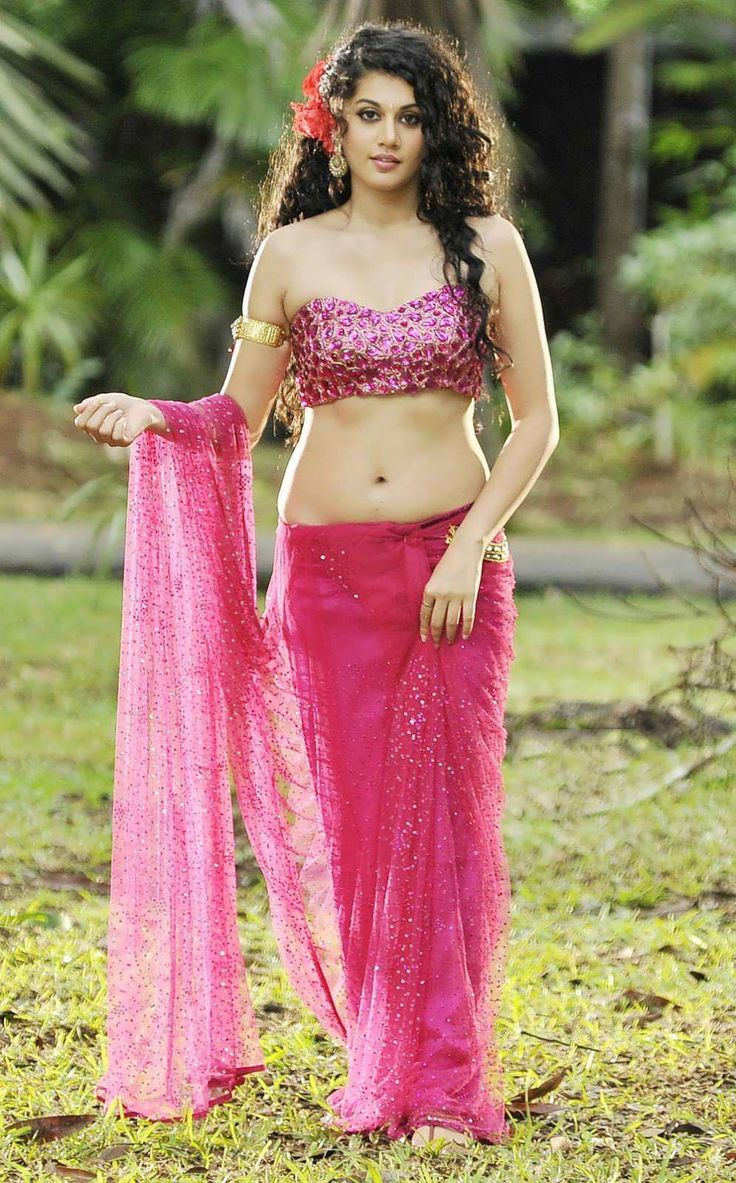Tapsee Pannu Hot Navel Show In Pink Saree 1