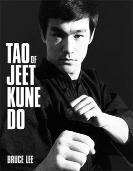 Путь опережающего кулака - Брюс Ли Перед вами собрание заметок легендарного Брюса Ли. На первый взгляд они посвящены боевому искусству Джит Кун До, тренировкам и отработке приемов. В Джит Кун До объединены многие стили восточных единоборств, английский и филиппинский бокс.  Действительно, впервые изданная в 1975 году, эта книга стала одним из самых популярных практических пособий по боевым искусствам. Она издана более, чем на 10 языках, куплено более 1 млн. экземпляров.